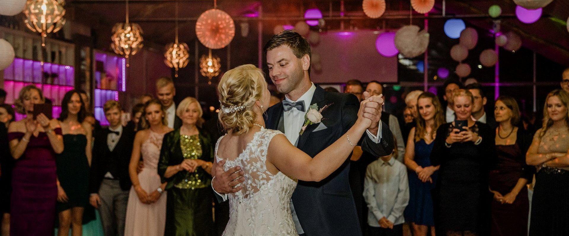 Hochzeitsfotografie Glashaus Cremon Tanz des Brautpaars Bargteheide